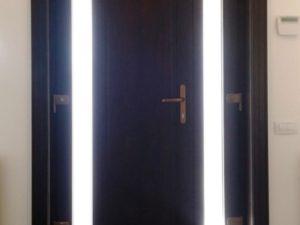 Usa de intrare din lemn cu sticla