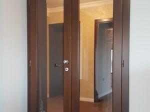 Usa din lemn masiv dubla cu sticla transparenta