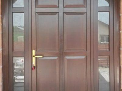 Usa exterioara din lemn stratificat cu luminatoare laterale holze clasic