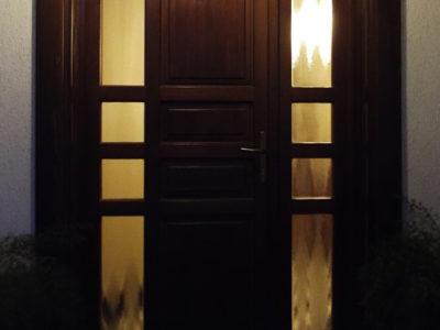 Usi exterior lemn stratificat cu luminator