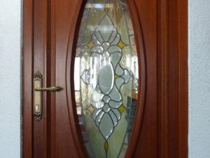 Usi din lemn stratificat , cu vitralii