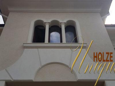 ferestre su arcada din lemn stratificat
