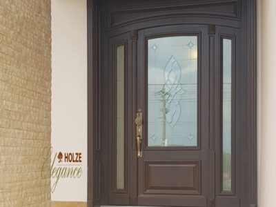 usi de exterior din lemn stratificat de stejar si meranti cu vitraliu , imagine model 1080 holze elegance