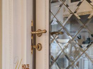 usi de interioare din lemn stratificat de stejar , frasin si cires cu vitraliu unicat , imagine model 2075