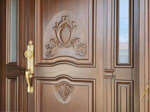 usa sculptata pentru vile din lemn stratificat , imagine model 1057